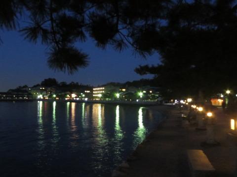 広島県廿日市市/宮島を歩く その⑤~豊国神社、まちなかの末社、大鳥居の夕景