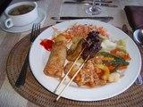 ビュッフェスタイルの昼食