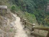 急な下り石段