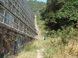 ダムの坂道