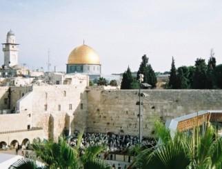 嘆きの壁とはバビロン捕囚以前に、岩のドームのある場所にあった、ユダヤの神殿の西壁。