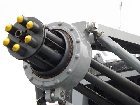 800px-JMSDF_DDH-183_Siws_GunBarrel