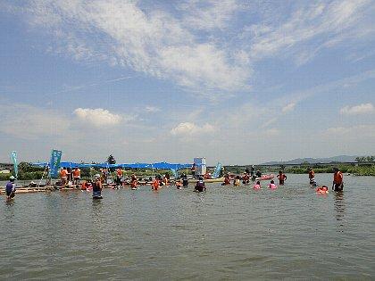 浅瀬で水遊び3