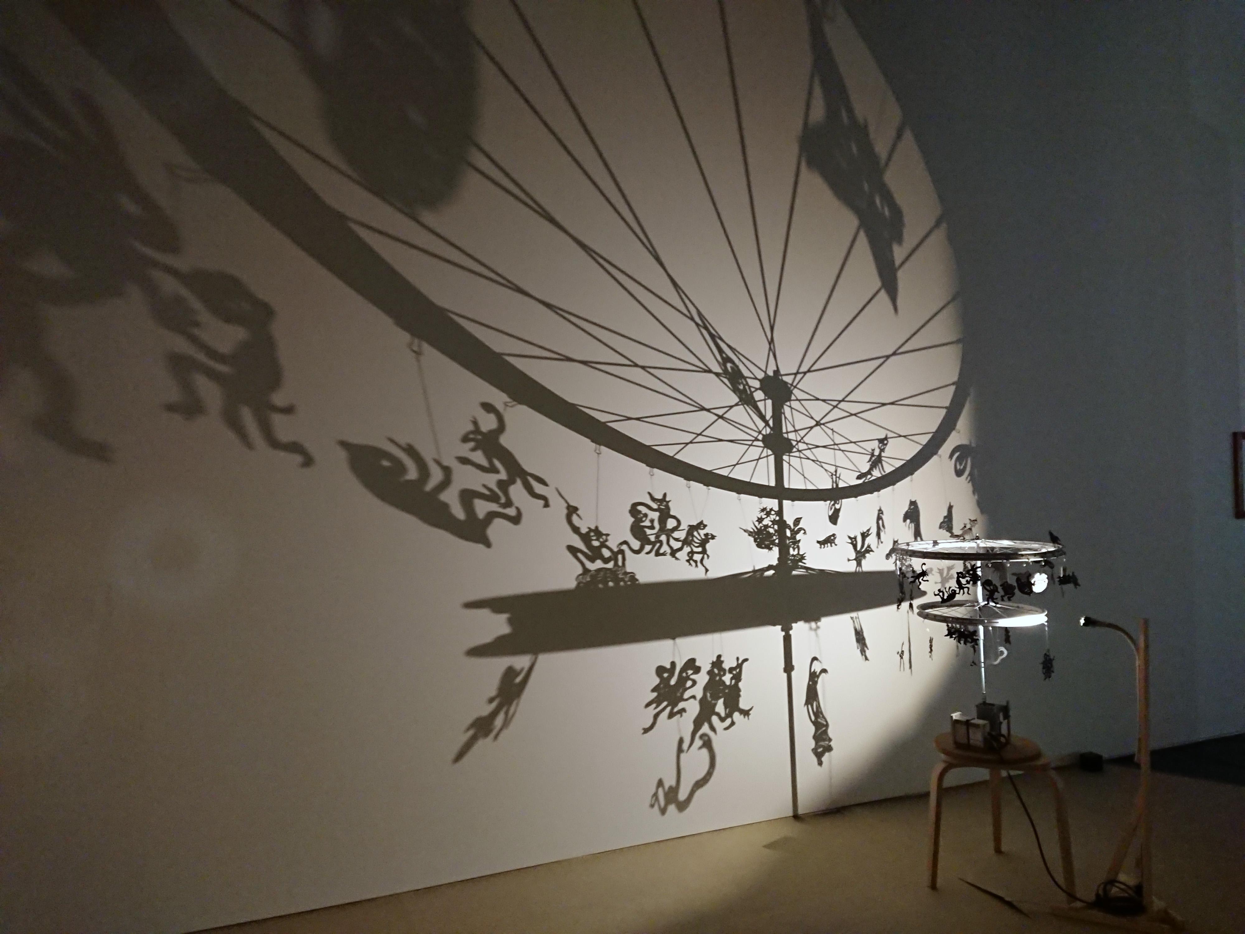 鴻池朋子: 影絵灯篭|鴻池朋子 ちゅうがえり : クラシック音楽とアート