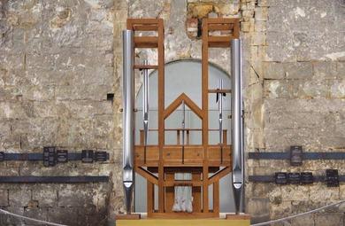 聖ブキャルディ教会のオルガン