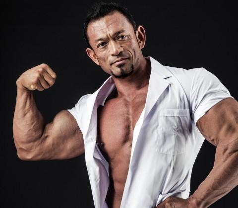 筋肉 腕相撲 ケンカ