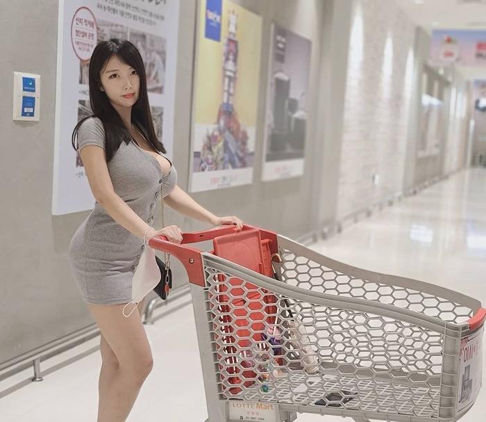 韓国人巨乳ユーチューバー
