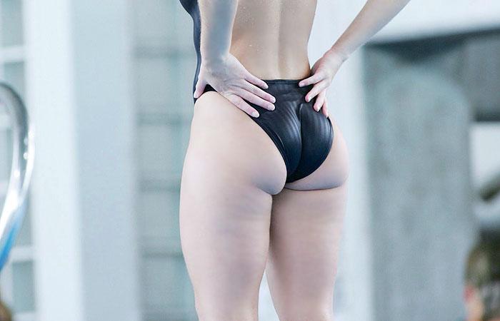 尻のデカい水着姿の女性
