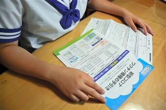 女子中学生がワクチン接種