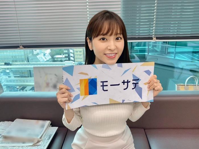 角谷暁子アナのニット胸