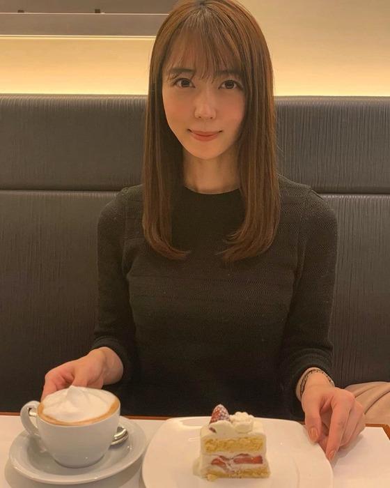 上野愛奈アナのニット乳