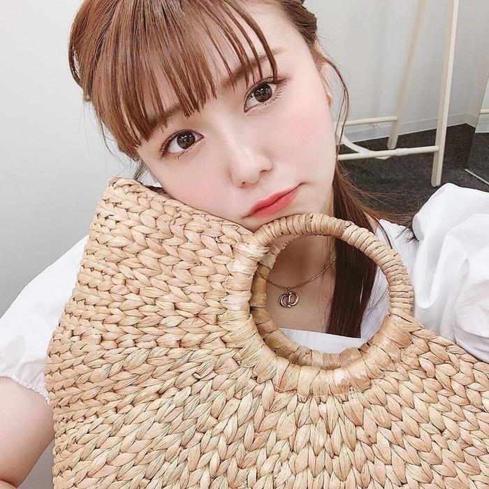 井口綾子の胸チラ