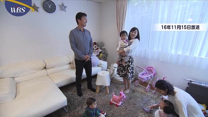 片渕茜アナがおっぱいに赤さんを挟んでいる