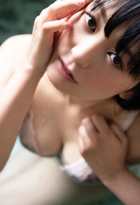 脊山麻理子アナの乳首