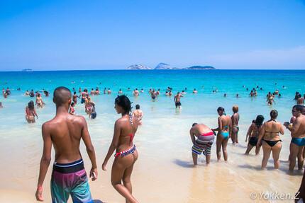 ブラジルの小学生の水着姿