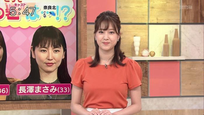 津田理帆アナの胸