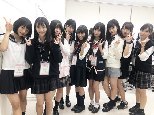 日本人の女子高生 (1)