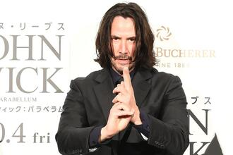 【画像】キアヌ・リーブスさん、常時日本刀を帯刀していた