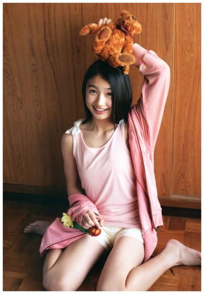 【画像】NMB48塩月希依音ちゃん(14)のお○ぱいが