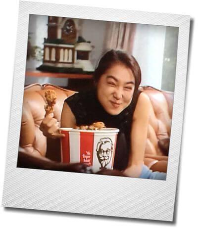 浅野温子 ケンタッキー フライド チキン バスケットを抱いて食べる ママハハブギ