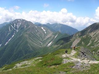 悪沢岳に登る・バック赤石岳(23日)