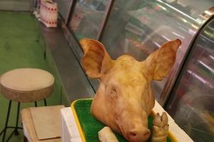 公設市場 豚生首