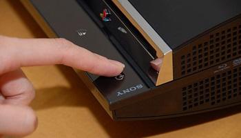 PS3の起動音「ピッ」PS2「ザッコw」