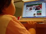 幼児向け英語教育教材セサミえいごワールドのサイトを見るゆみちゃん!これ、ほちぃ!
