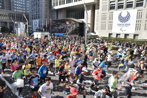 【東京マラソン】運営「中国在住の皆さんのみ、来年の参加料を免除します。」  はあ?