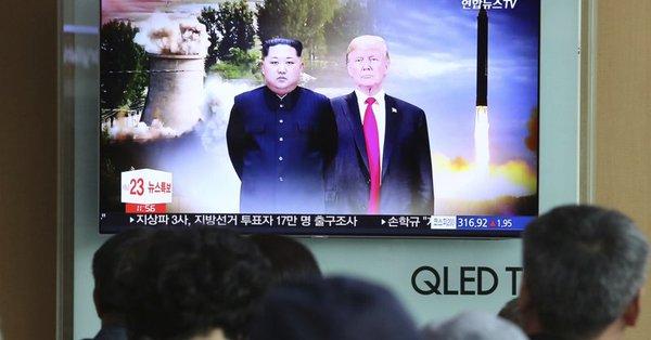 北朝鮮キム・トランプどちらも同じ高さです。