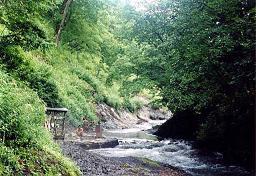 川原にある天然の温泉
