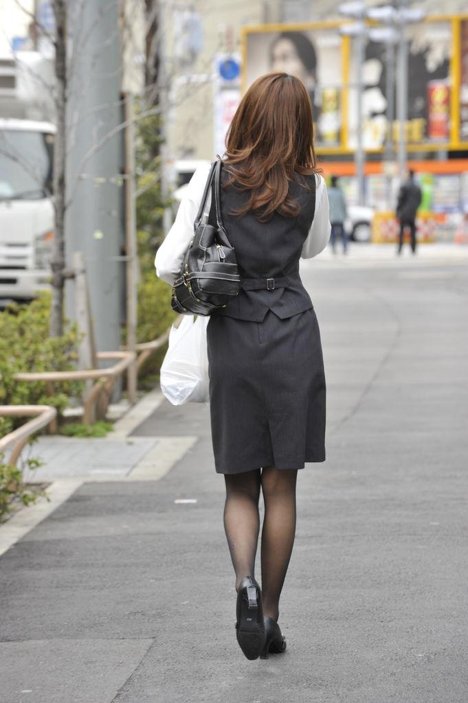AKBより制服女子が好き!:OLさんの後ろ姿
