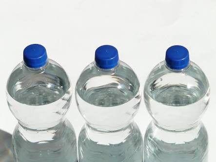 保育園の女性職員 ペットボトルに口をつけた直後に意識を失う