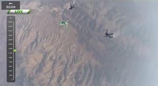 【動画】 パラシュート使わずダイブ 米男性、高度7600メートルから網に着地