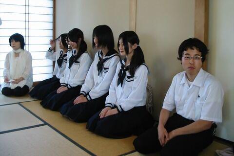 【画像】茶道部JKさん、色気がすごいwwwwwwwwwwww
