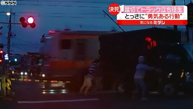 【動画有】中央線、本当に本当に間一髪で踏切事故を回避したトラックをご覧ください。