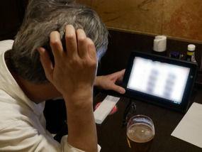 65歳男性「間違えてタッチパネルでビールを7杯注文した。平然とテーブルに並べた店員が恐ろしい」