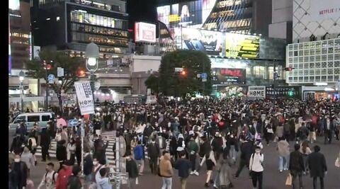 【悲報】渋谷スクランブル交差点、ハロウィンで激混みwwwwwww