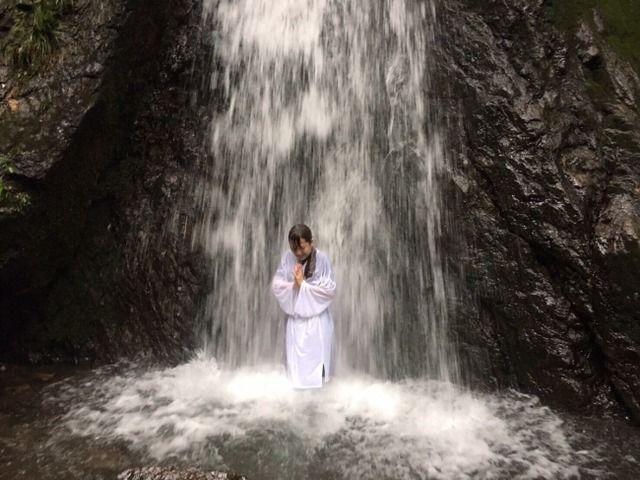 滝行中に岩とか石が落ちてきたらどーなるの?