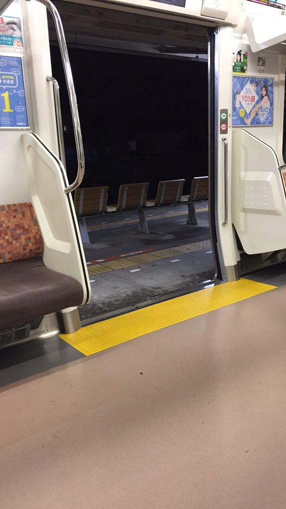 田舎の電車の鉄則 降りるときドア閉めろ!寒いからwwwwwwww