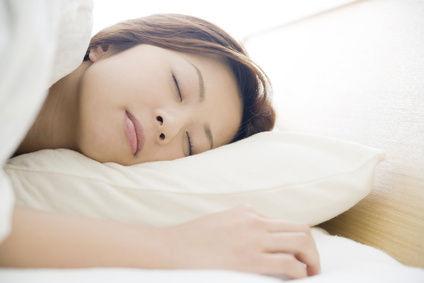 【警告】右向きで寝てる奴ヤバイぞwww理由がコレwwwwwwww