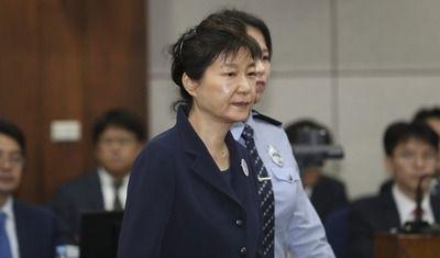 【悲報】韓国前大統領のパククネさん、懲役30年と罰金118億円を求刑されるwwwwww