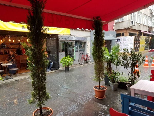 雨宿り01KOMUR
