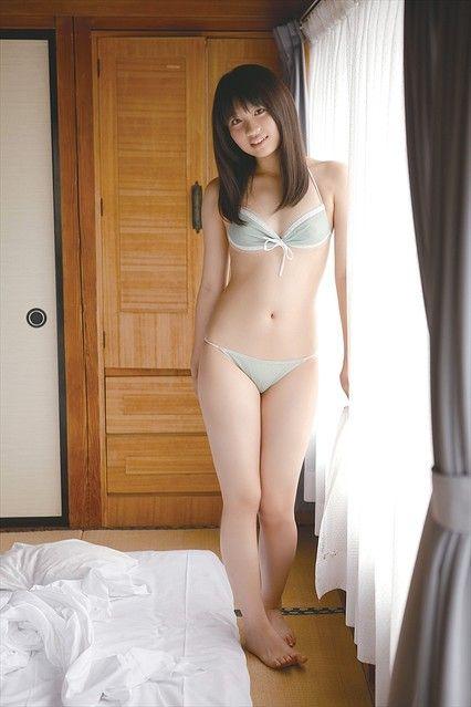 和室でセクシーなポーズを決める春日彩香の画像♪