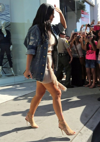 Kim Kardashian Visits DASH in West Hollywood  (4)