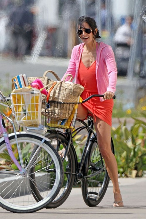 Courtney Cox - upskirt  Cougar Town (5)