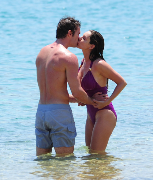 Kelly Brook in purple swimsuit on holiday (5)