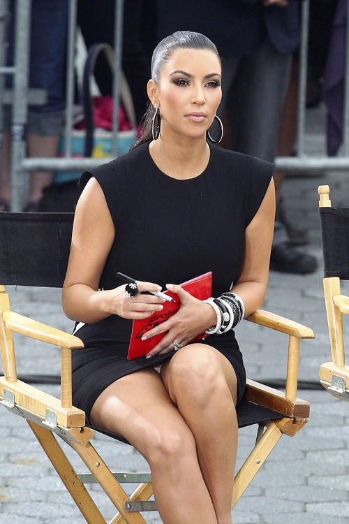 Kim Kardashian – Upskirt Project Runway in New York (3)