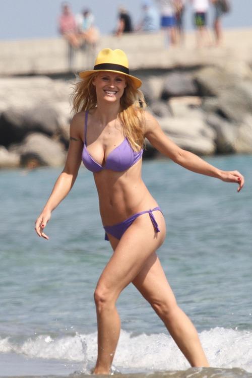 MichelleHunziker_Bikinicandids_VarigottiItaly (8)