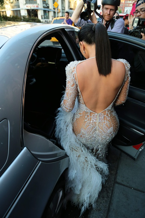 Kim_Kardashian_heads_to_the_2015_Met_Gala_May_4-2015_011